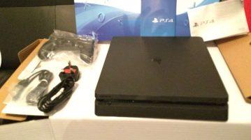 PS4 slim photo