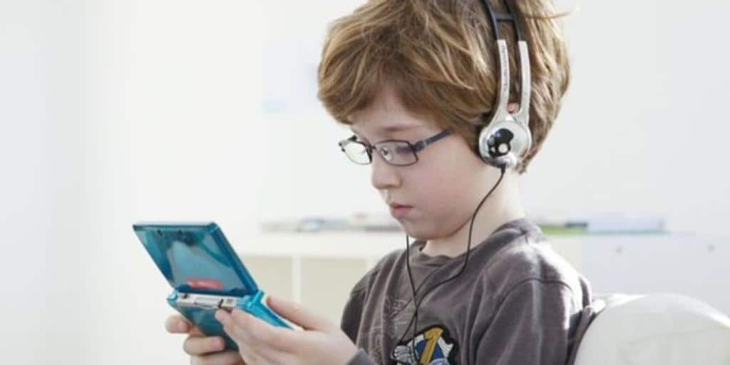 research on positive effects of video games on children Playing video games, including violent shooter games, may boost children's learning, health and social skills, according to a review of research on the positive effects of video game play to be.