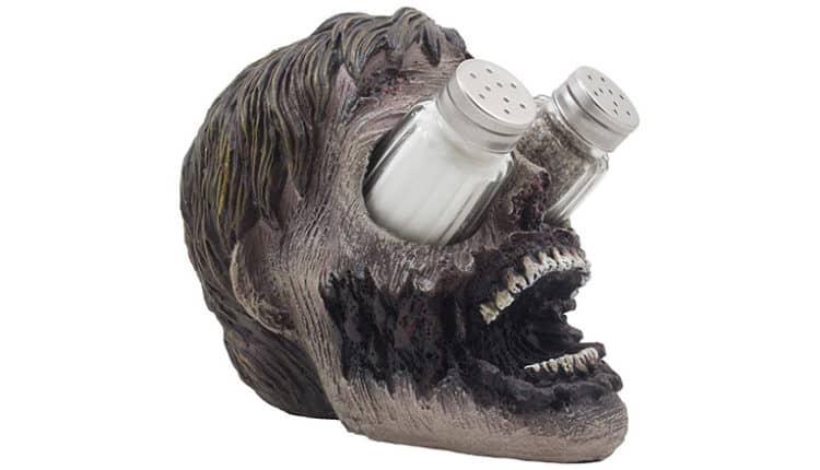 Evil Undead Zombie Head Salt & Pepper Shaker Holder Set