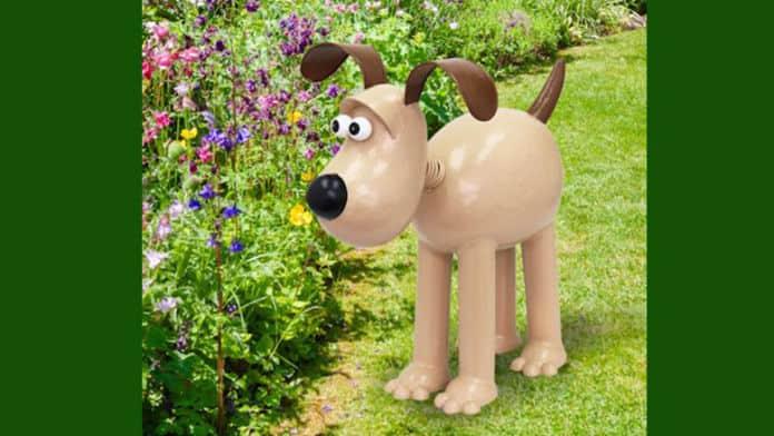 gromit garden sculpture