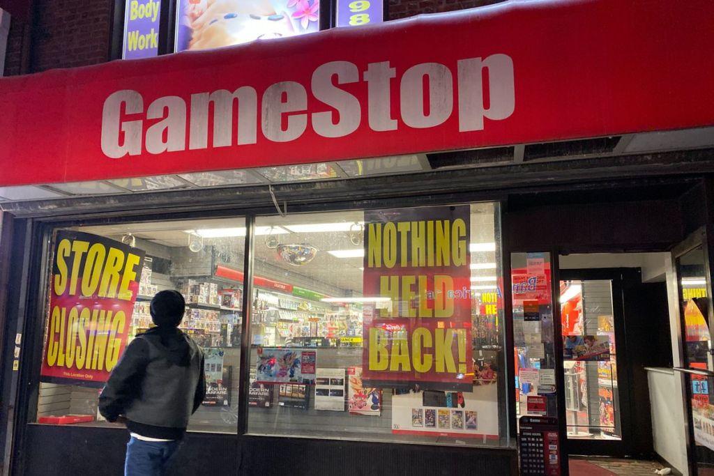 gamestop closing